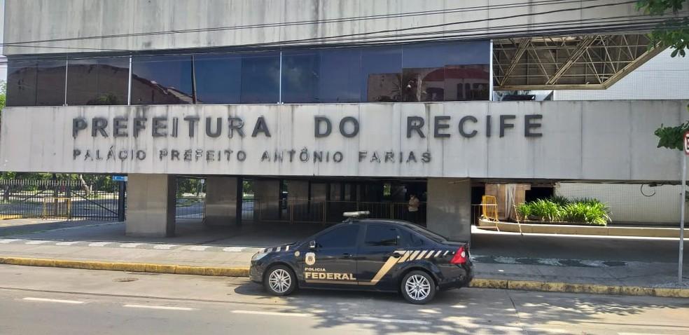 Policia Federal esteve na Prefeitura do Recife nesta sexta-feira — Foto: Divulgação
