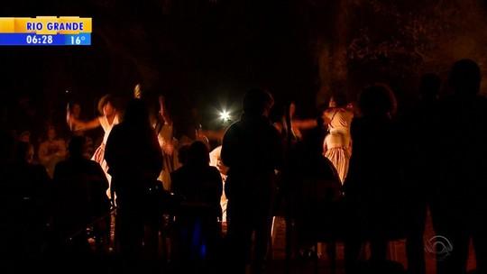 Espetáculo de dança celebra cultura e religião africana em Pelotas
