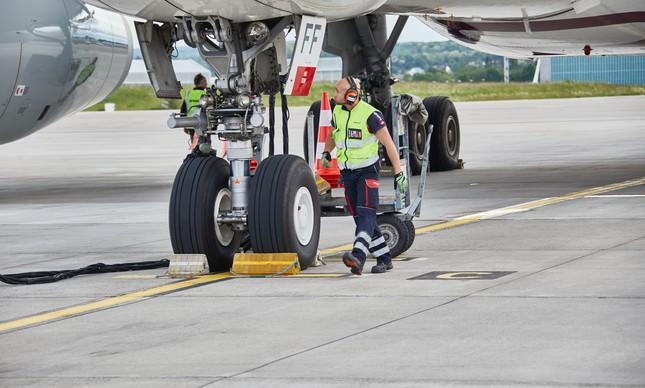 Trabalhador de serviço auxiliar de transporte aéreo