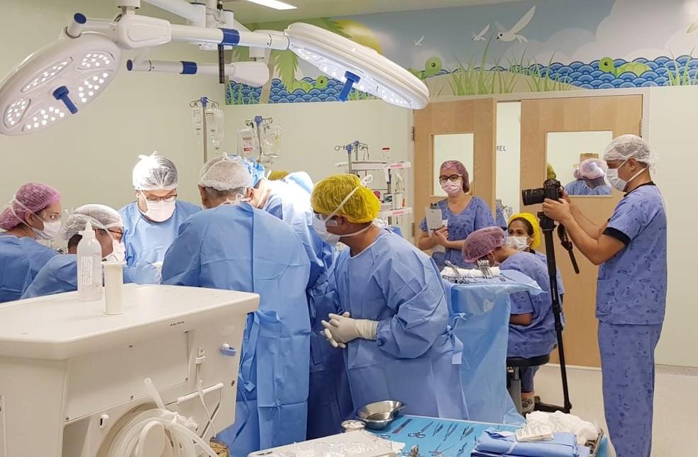 Cirurgia de separação das gêmeas no Hospital da Criança — Foto: Humberto Sousa/Divulgação