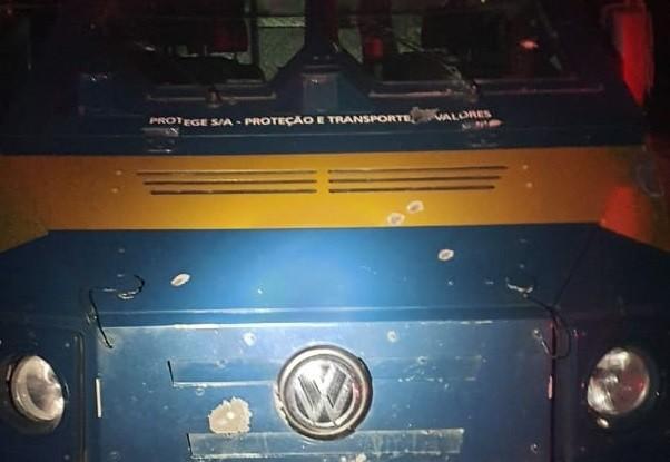Tentativa de assalto a carro-forte termina em tiroteio na BR-277, em Palmeira