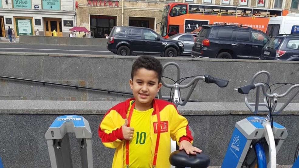 Paraibano de seis anos, Aaron Soares, vai entrar em campo com os jogadores da seleção brasileira, durante a partida contra a Costa Rica,  na Copa do Mundo (Foto: Marília Soares/Arquivo pessoal)