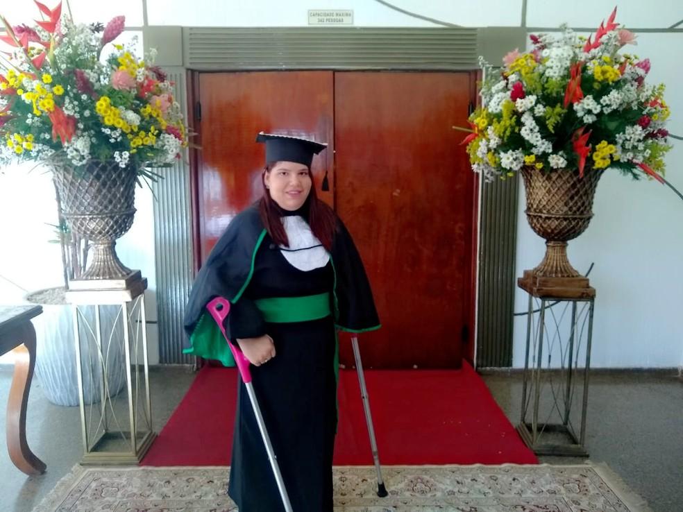 Bruna colou grau — Foto: Bruna Mikaelle Salapata/Arquivo pessoal