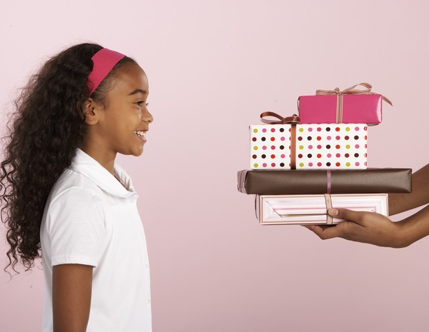 Comprar tudo o que seu filho pede pode não ser bom para ele, revela estudo (Foto: Thinkstock)