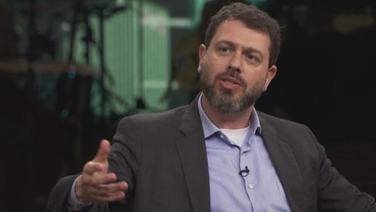 'Precisam manter a aparência da democracia', diz jornalista e escritor brasileiro sobre governos autoritários