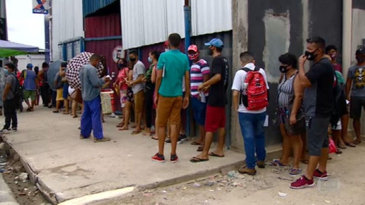 Pagamento da 1ª parcela da nova etapa do auxílio emergencial leva milhares às agências da Caixa