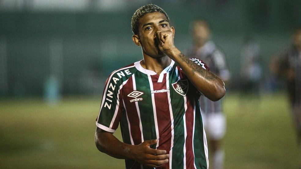 John Kennedy comemora gol do Fluminense contra o Boavista — Foto: LUCAS MERÇON / FLUMINENSE F.C.
