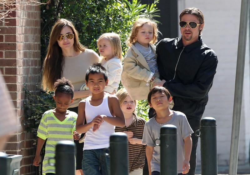 5º lugar: Brad Pitt. O ator, marido de Angelina Jolie, adotou Maddox (no Camboja), Pax (no Vietnã) e Zahara (na Etiópia) e tem como filhos biológicos, Shiloh e os gêmeos Knox e Vivienne (Foto: Grosby Group)
