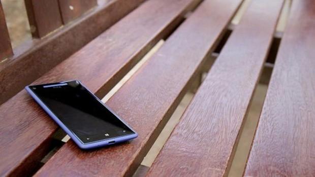 Perder o celular ou ter o aparelho roubado é um dos grandes temores dos usuários (Foto: BBC)