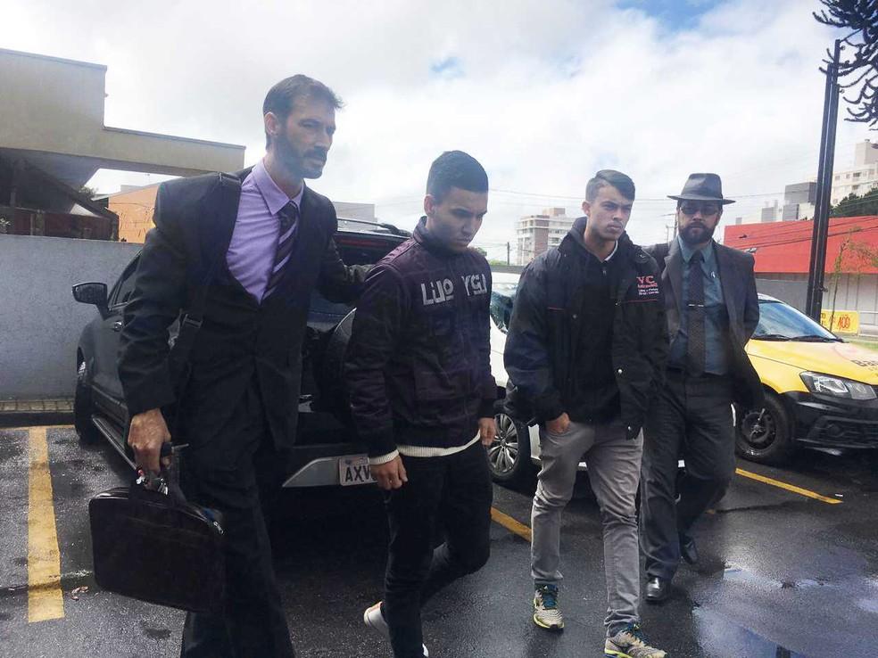 Ygor King, de 19 anos, e David Willian Villeroy da Silva, de 18 anos, estão presos desde 8 de novembro. — Foto: Helen Anacleto/RPC