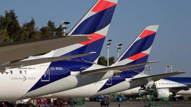 Aviões da companhia aérea Latam Airlines (Foto: Ivan Alvarado/Reuters)