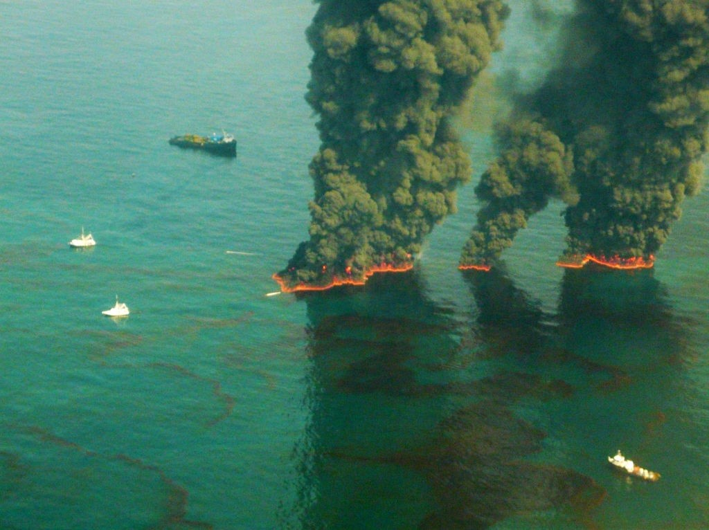 Foto do vazamento da BP no Golfo do México em 19 de maio de 2010 (Foto: John Kepsimelis/U.S. Coast Guard via Getty Images)