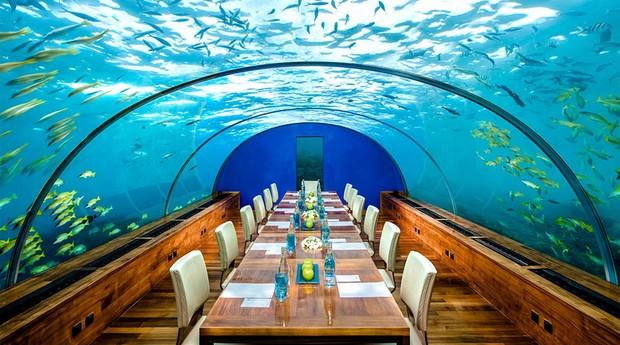 O restaurante pode ser reservado para ocasiões especiais (Foto: Reprodução/conradmaldives.com)