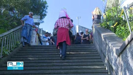 Escadas rolantes e elevadores do Cristo Redentor estão parados há três meses