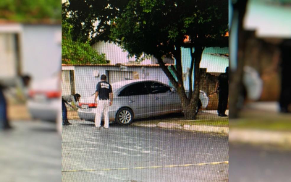 Menino foi atingido quando namorado da mãe deu marcha à ré no veículo (Foto: Polícia Civil/Reprodução)