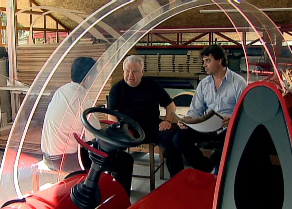 Jaime Lerner criou um carro elétrico feito com papel reciclável — Foto: Arquivo/RPC