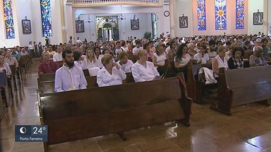 Igrejas católicas ficam lotadas de fiéis durante feriado da Senta-feira Santa