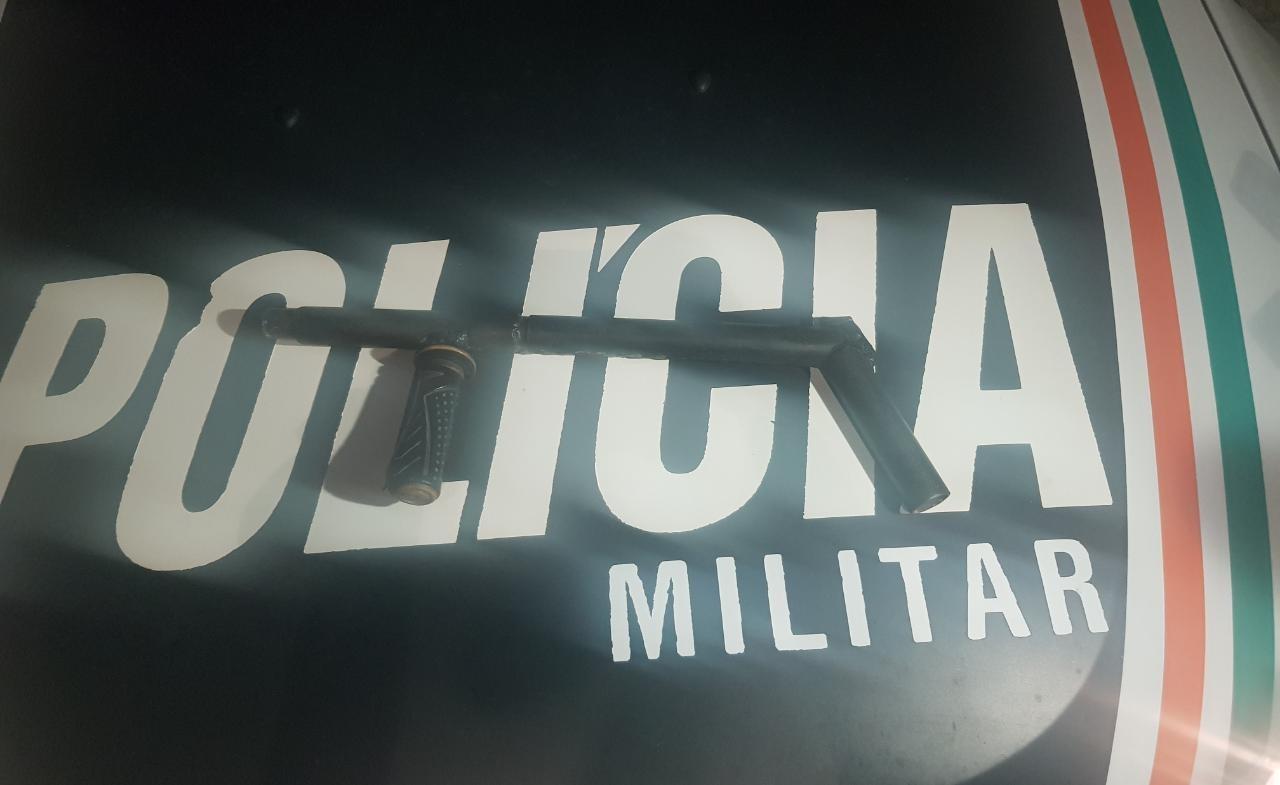 Dupla suspeita de assaltos é capturada com arma de fabricação artesanal e munição, em Fortaleza