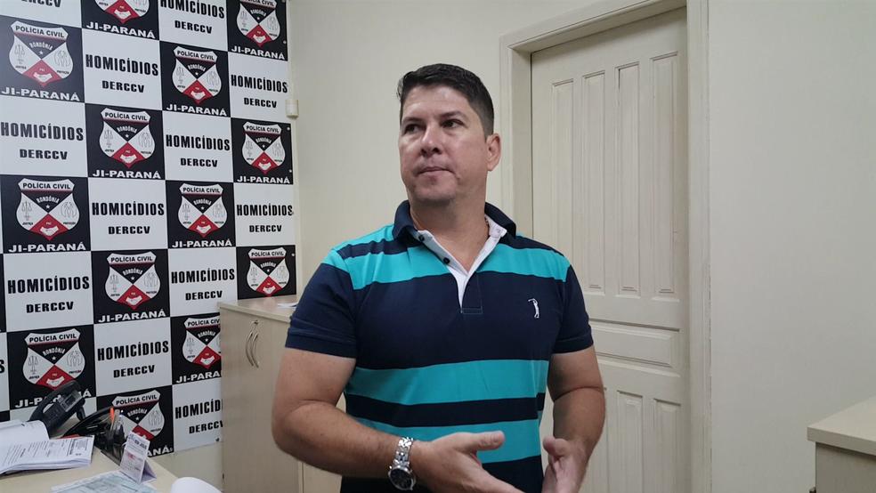 Delegado Cristiano Mattos concedeu entrevista sobre o caso em Ji-Paraná (Foto: Pâmela Fernandes/G1)