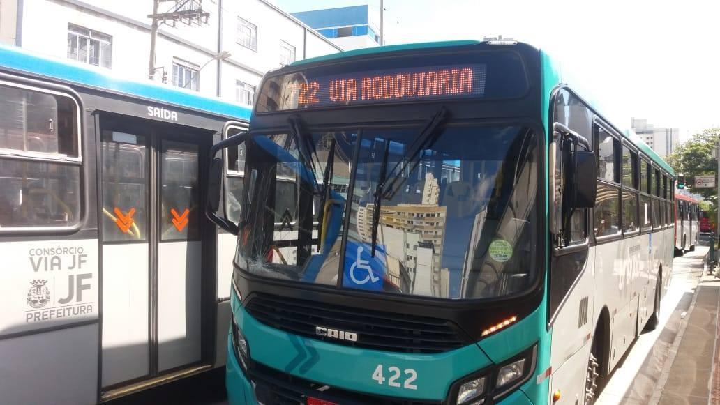 Lei determina que ônibus urbanos tenham pontos para carregar celulares em Juiz de Fora  - Notícias - Plantão Diário