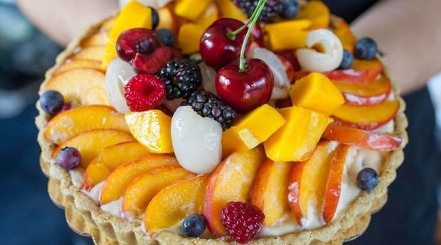 Torta de frutas da Rawsome Treats (Foto: Divulgação)