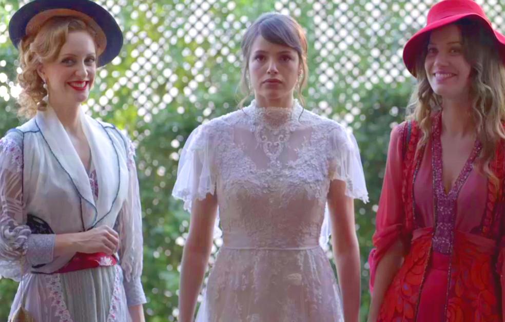 Ema descobre que está em seu casamento (Foto: TV Globo)