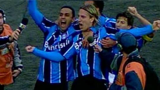 Presença de área, mas poucos gols: o que a última temporada mostrou de Maxi López