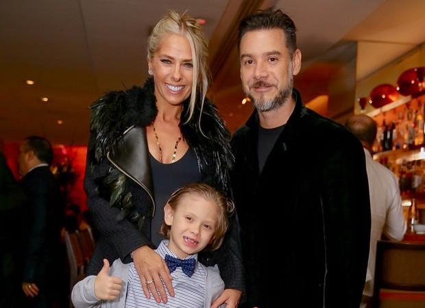 Adriane Galisteu e Alexandre Iódice com o filho, Vittorio (Foto: Manuela Scarpa/Brazil News)