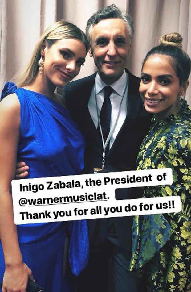 Lele Pons, Inigo Zabala, presidente da Warner Music Latina, e Anitta (Foto: Reprodução/Instagram)