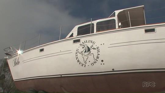 Casal do Paraná vende tudo e constrói veleiro para navegar pelo mundo