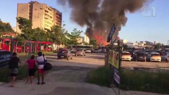 Incêndio atinge imóvel no Centro de Niterói, RJ