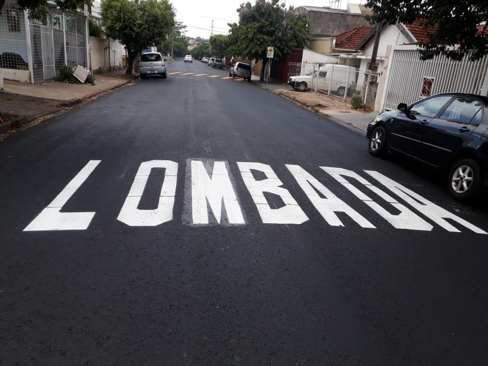 Erro de grafia foi corrigido na Rua Fritz Jacobs, em Rio Preto (SP) — Foto: Letícia Borsari/TV TEM