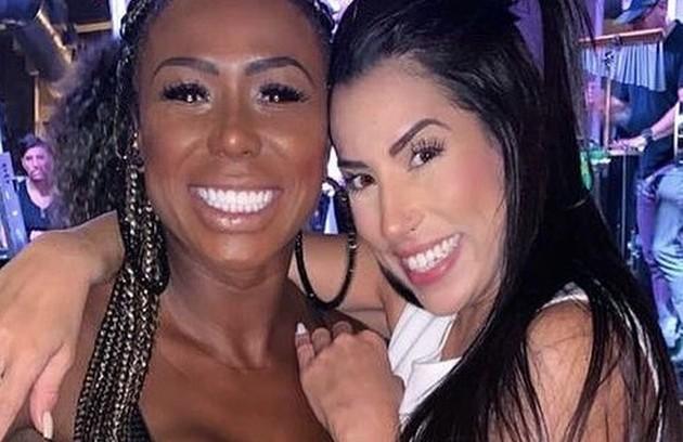 """Adélia e Juliana, do """"BBB"""" 16, não se desgrudavam na casa. Após o reality, a relação continuou forte (Foto: Reprodução)"""