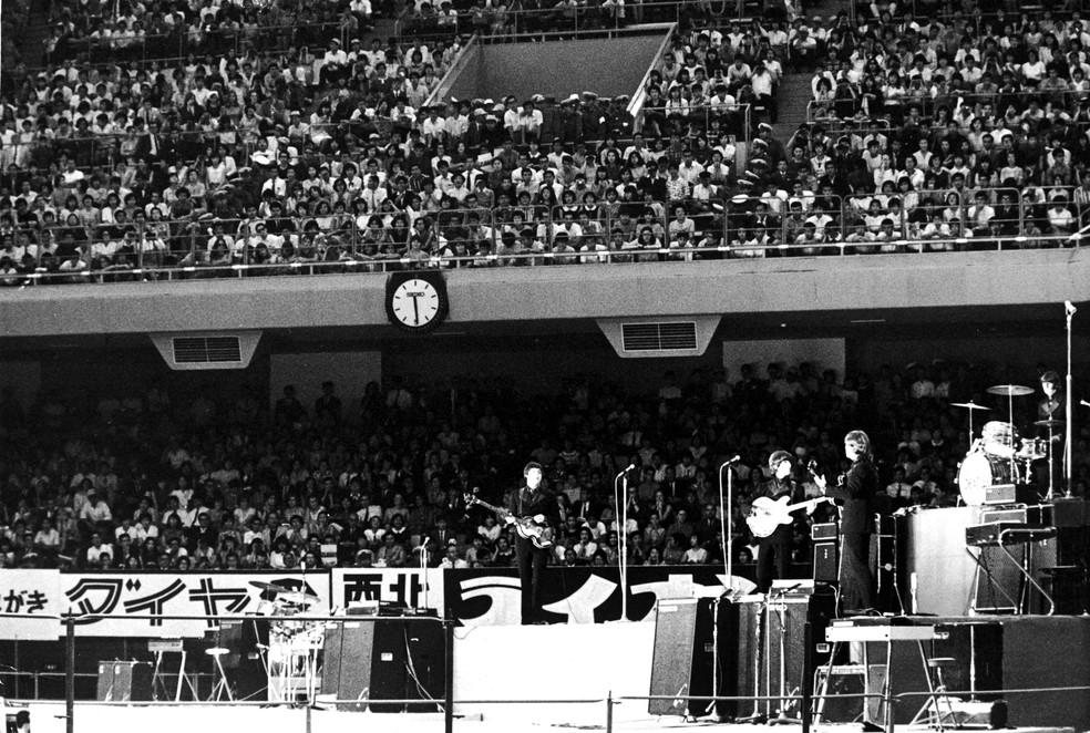 Beatles tocam no Budokan em 1966 — Foto: Getty Images