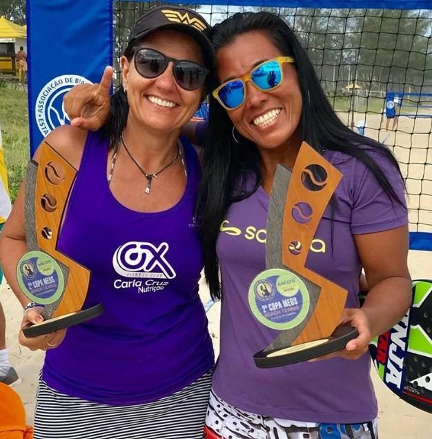 Márcia Miranda, à esquerda, e Camila Sayure, campeãs no profissional