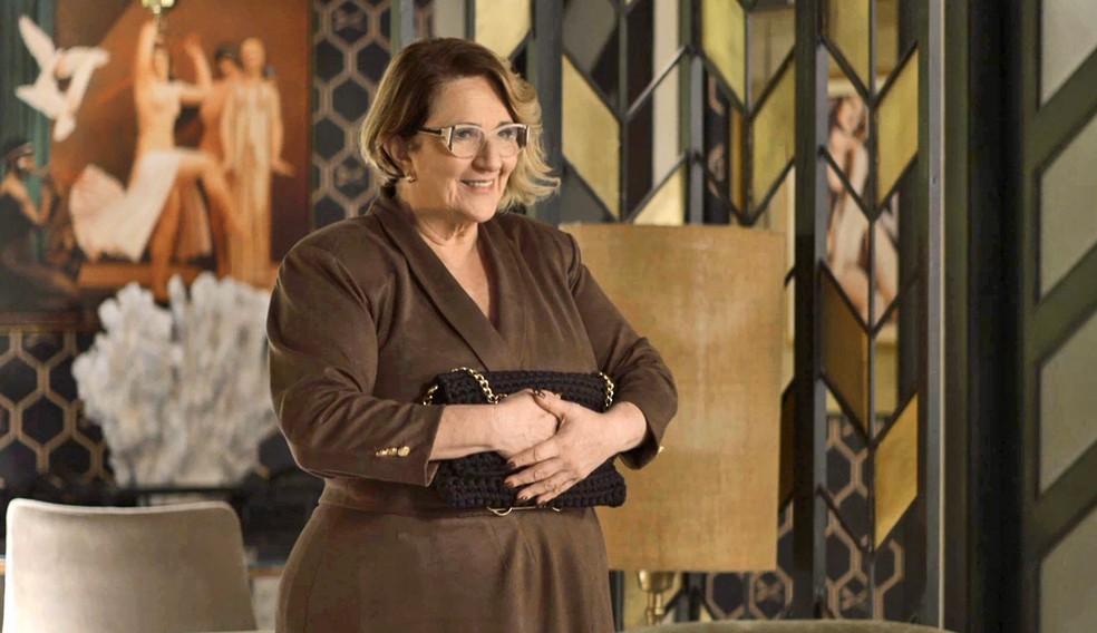 Ellen (Rosane Gofman) pensa que Jô (Agatha Moreira ) se preocupa com ela, em 'A Dona do Pedaço' — Foto: Globo