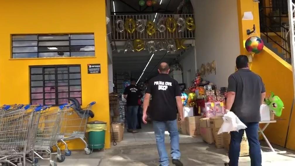 Vistorias foram feitam em seis estabelecimentos comerciais de Curitiba  — Foto: Reprodução/Polícia Civil