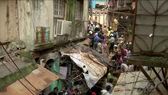 Chuva torrencial é apontada como a causa do desmoronamento de prédio na Índia