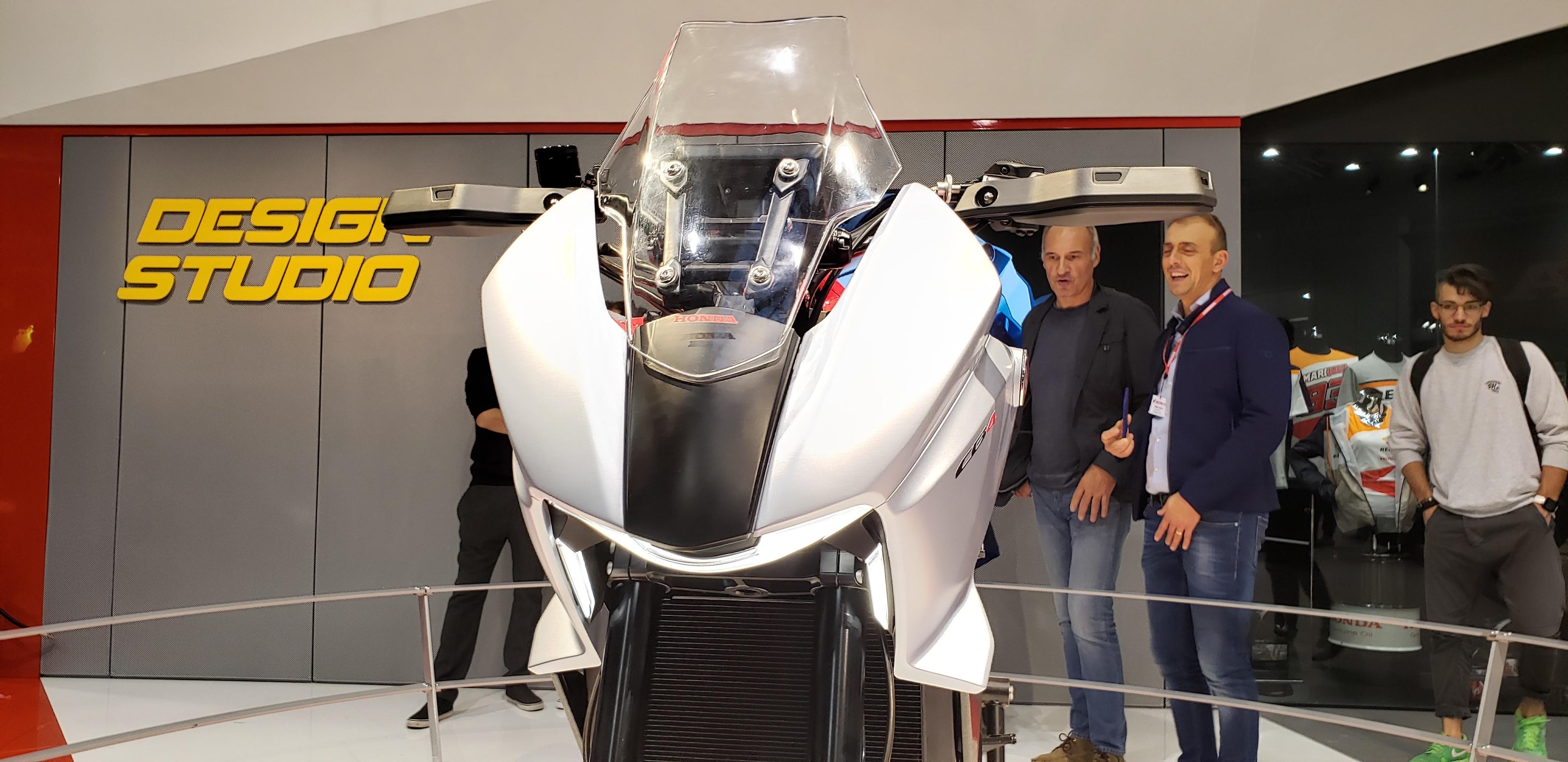 Honda CB4X mostra futuro das motos da marca japonesa