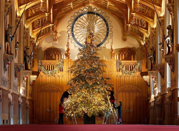 A tradição de montar uma árvore de natal para a família britânica em Windsor tem 80 anos (Foto: Frank Augstein/AP/REX/Shutterstock/ Reprodução)