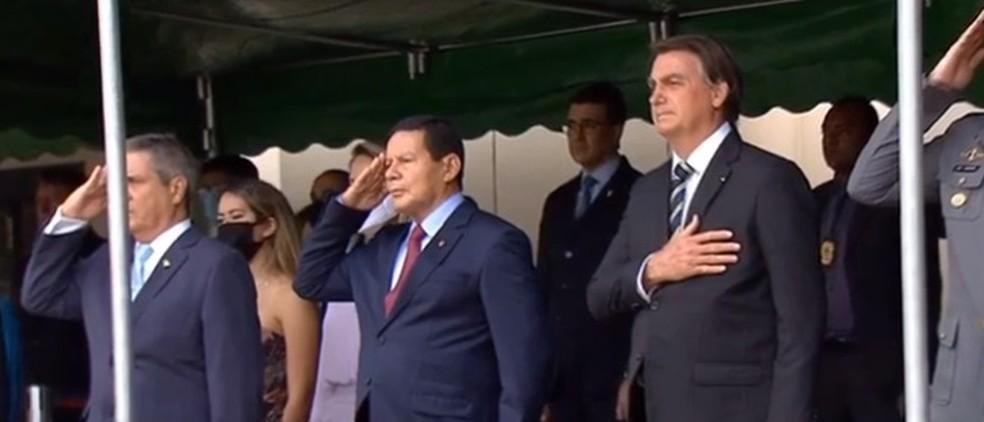 Presidente em cerimônia de entrega do Espadim, em Resende — Foto: Reprodução/ Tv Brasil
