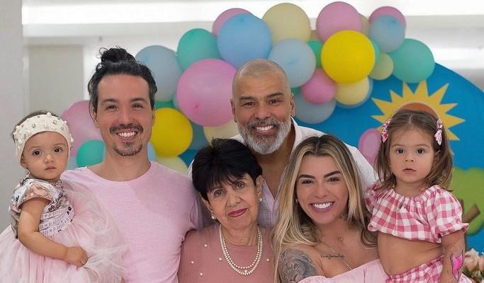 """Mauricio Mattar reúne três filhos em festinha da caçula: """"Felicidade ímpar"""""""