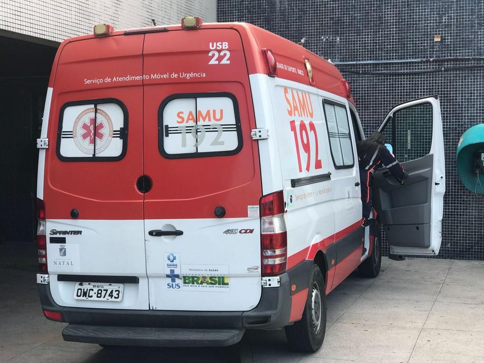 Serviço de Atendimento Móvel de Urgência socorreu adolescente baleado na noite deste domingo (19) em Natal (Foto: Kleber Teixeira/Inter TV Cabugi)