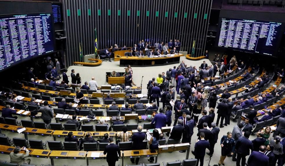 Resultado de imagem para A Câmara dos Deputados aprovou nesta quarta-feira (3) o texto-base do projeto que prevê uma série de medidas para endurecer a legislação penal contra o crime.