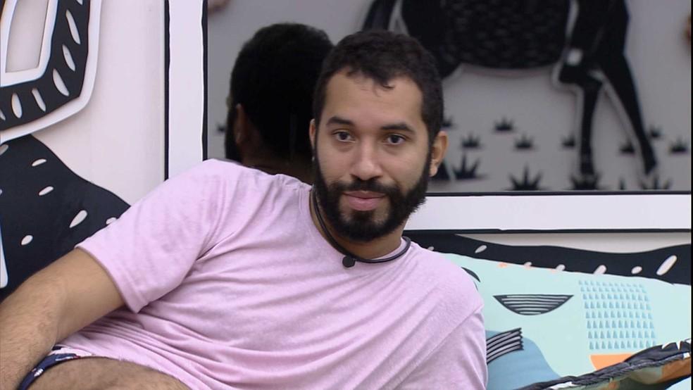 Juliette fala para Gilberto que irá para o Paredão do BBB21 e ele responde: 'Óbvio que vai, não vou mentir para te agradar' — Foto: Globo