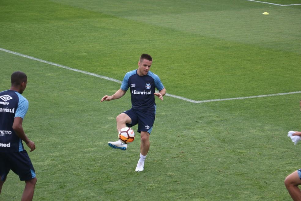 Ramiro treinou e vai para o jogo — Foto: Eduardo Moura