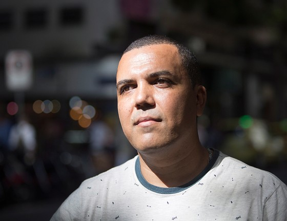 "Rodolfo Gonçalo lamenta ter se deixado ""contaminar� pelo que falavam de Dilma dentro de seu táxi (Foto: EMILY ALMEIDA/AGÊNCIA O GLOBO)"