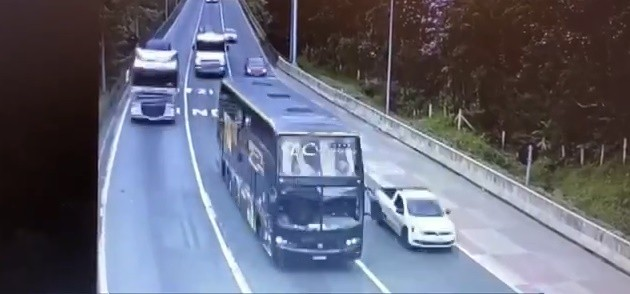 Vídeo mostra momentos antes de ônibus se perder em curva na BR-376, em Guaratuba; tragédia teve 19 mortos