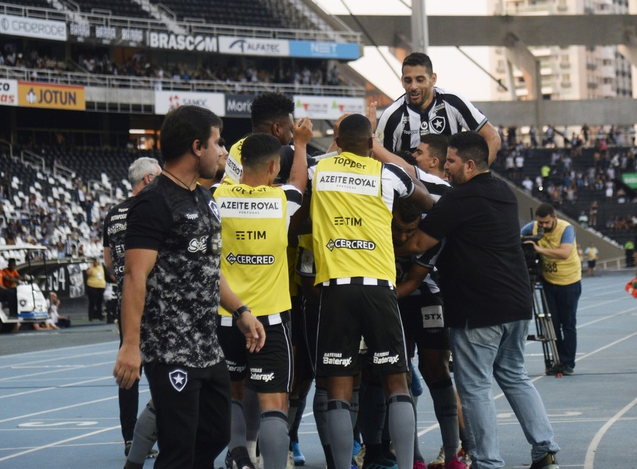 Análise: Alex Santana tira Botafogo do marasmo, time cresce e vence com autoridade