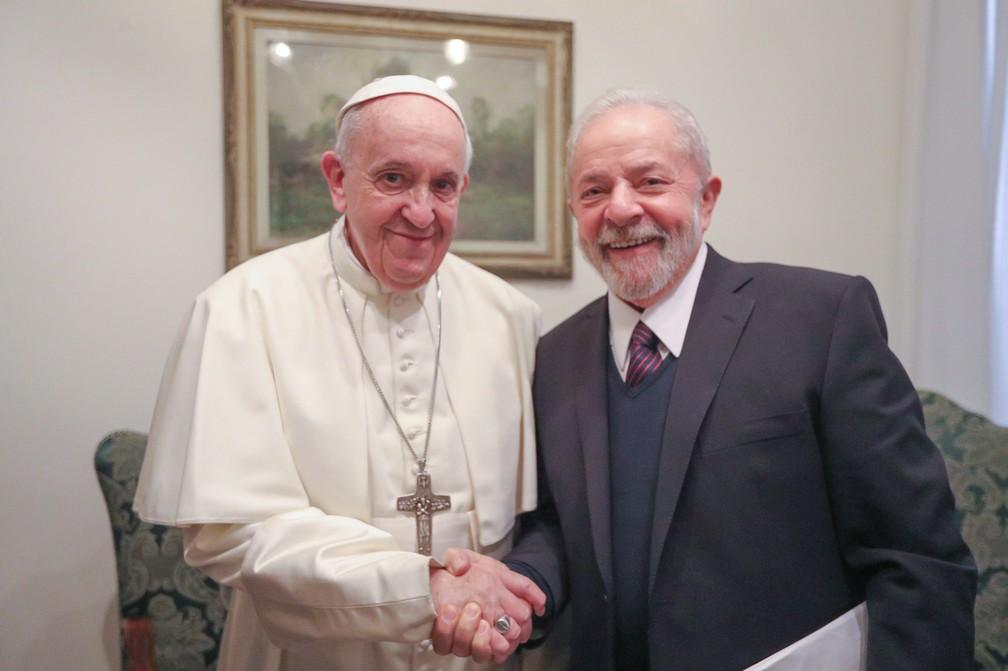 O Papa Francisco se encontrou, nesta quinta-feira (13), com o ex-presidente Lula. — Foto: Reprodução/Twitter LulaOficial/Ricardo Stuckert